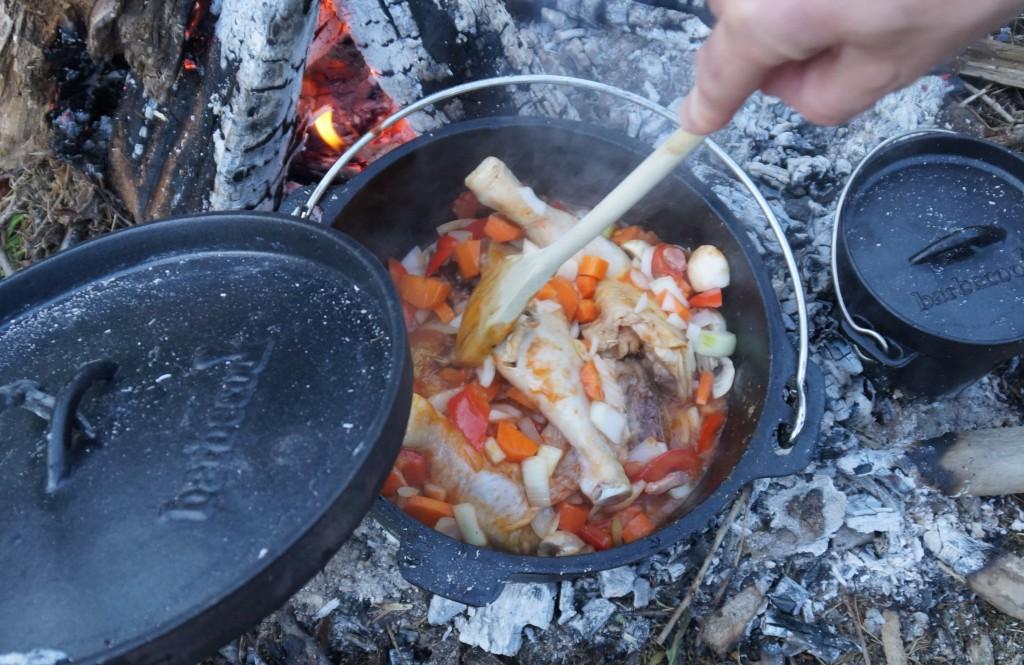 kip uit dutch oven buitenkoken